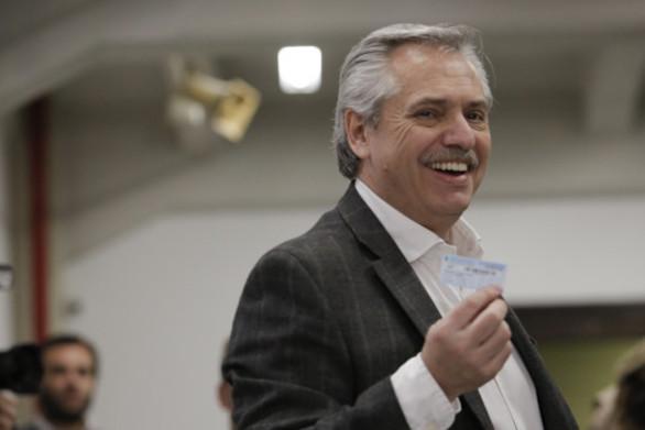 Νίκη για τον κεντροαριστερό Φερνάντες στις προκριματικές εκλογές στην Αργεντινή