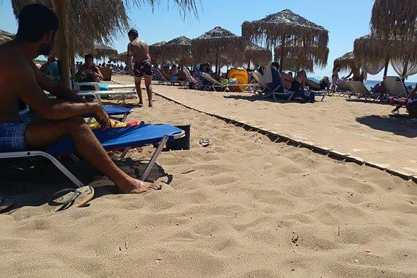 Το αδιαχώρητο στην παραλία της Καλόγριας - Δεν υπήρχε ξαπλώστρα ούτε για δείγμα