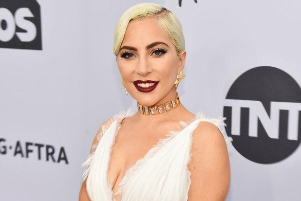 H Lady Gaga δωρίζει χρήματα για σχολεία στο Ελ Πάσο, το Ντέιτον και το Γκιλρόι