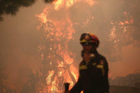 Παραμένει υψηλός ο κίνδυνος πυρκαγιάς και την Τετάρτη σε όλη τη Δυτική Ελλάδα
