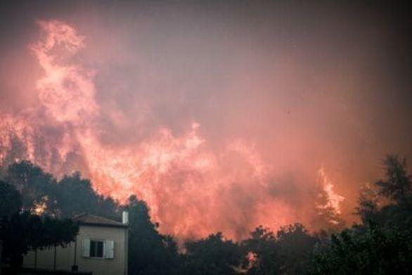 Συγκλονίζουν τα βίντεο του Γιώργου Μαυρίδη από τη φωτιά στην Εύβοια