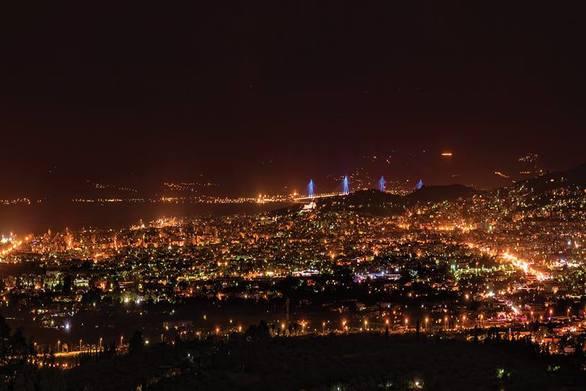 Όταν χιλιάδες μικρά φώτα συντροφεύουν την Πάτρα!