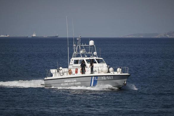 """Αχαΐα - Ακυβέρνητο σκάφος στη """"Μαύρη Μύτη"""", λόγω μηχανικής βλάβης"""