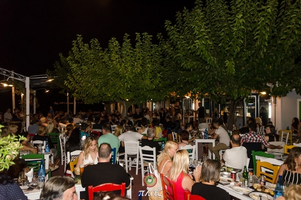 Πλαζ - Μια ακόμα υπέροχη βραδιά δίπλα στο κύμα (φωτο)