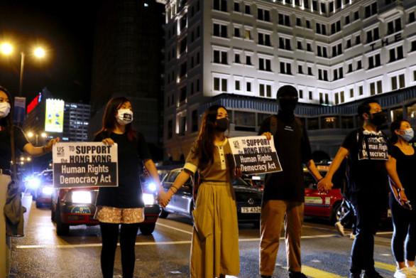 Οι διαδηλωτές στο Χονγκ Κονγκ, σχημάτισαν ανθρώπινη αλυσίδα