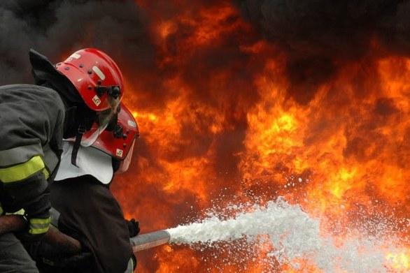 Ηλεία: Μεγάλη φωτιά μαίνεται στη Βάρδα