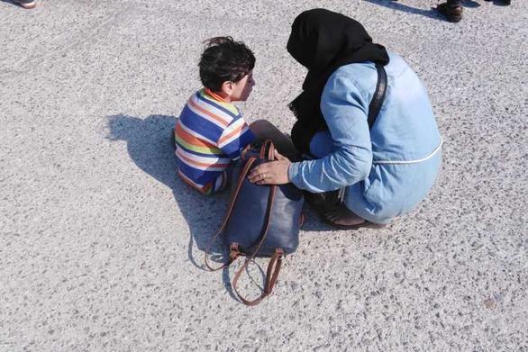 Πάτρα: Δεκάδες μετανάστες και πρόσφυγες στην αναμονή για το ΑΜΚΑ τους!