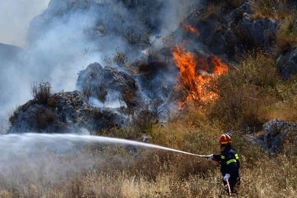 Σε εξέλιξη πυρκαγιά στον Άγιο Βασίλειο Λακωνίας
