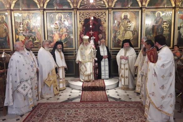 Αίγιο: Η αποχαιρετιστήρια Θεία Λειτουργία του Μητροπολίτη Αμβρόσιου (φωτο)