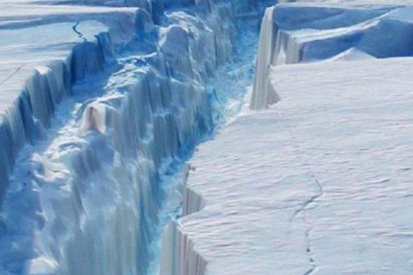 Παγετώνας της Γροιλανδίας έχασε 197 εκατ. τόνους πάγο