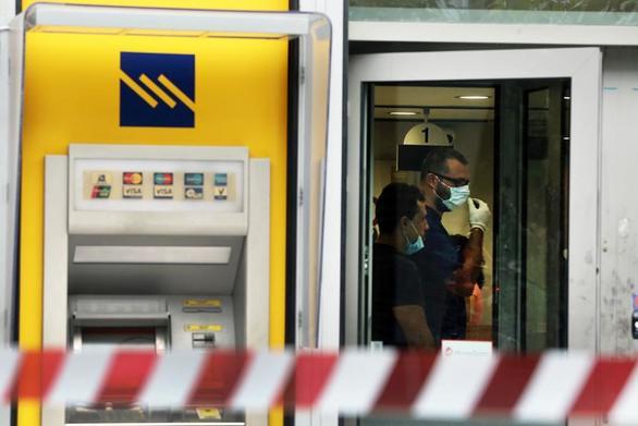 Αχαΐα: Συνεχίζονται οι έρευνες για τον εντοπισμό των ληστών της τράπεζας Ερυμάνθειας