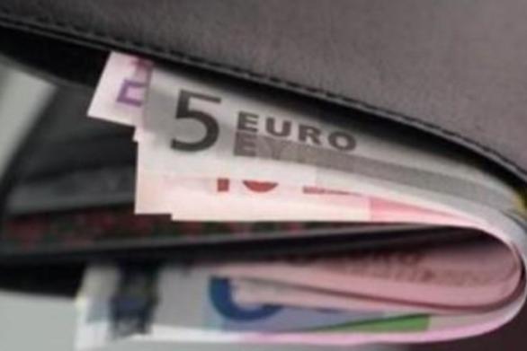 Ηλεία: Aνήλικοι έκλεψαν πορτοφόλι από καφετέρια