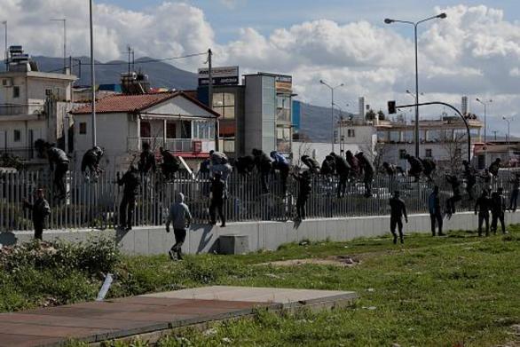 Φόβοι στην Πάτρα για νέα έκρηξη της προσφυγικής ροής - Περιπολίες στο λιμάνι