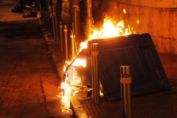 Πάτρα: Συναγερμός στην Πυροσβεστική για φωτιά σε κάδους απορριμάτων