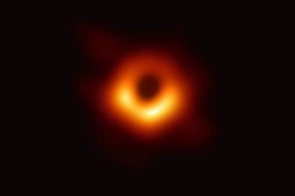 Το «Όσκαρ» Φυσικής 2020 στους επιστήμονες που φωτογράφησαν για πρώτη φορά μαύρη τρύπα