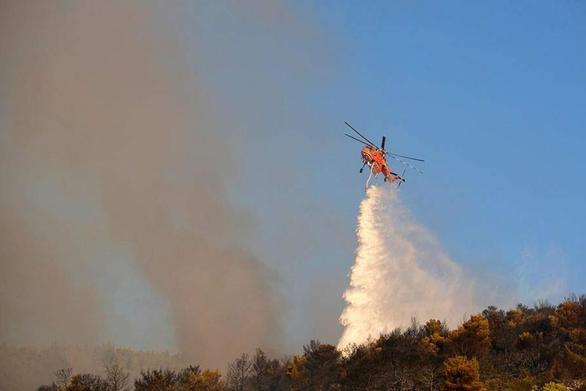 Δυτ. Ελλάδα: Φωτιά σε δασική έκταση στην περιοχή Πηγάδια Παλαιομάνινα Αιτωλοακαρνανίας