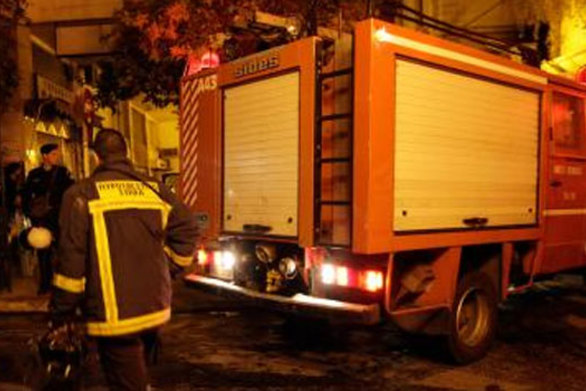 Πάτρα: Φωτιά εκδηλώθηκε τη νύχτα σε οικία - Στο νοσοκομείο μια γυναίκα