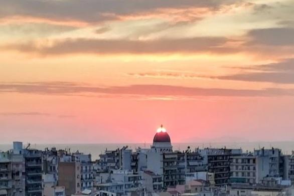 Το χρυσό ηλιοβασίλεμα της Πάτρας που έγινε θείο φως!