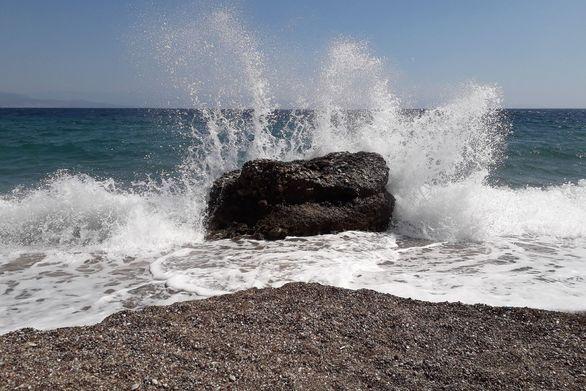 Παραλία Διακοπτού: Με φόντο τα καταγάλανα νερά του Κορινθιακού και τον Σεπτέμβρη! (φωτο)