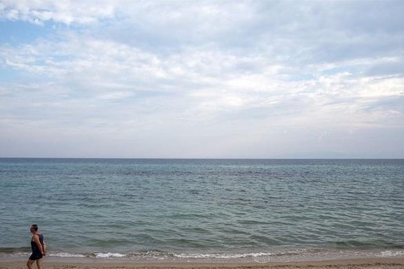 Πάτρα: 27χρονος βούτηξε στη θάλασσα του Ρίου και έσωσε έναν άνδρα