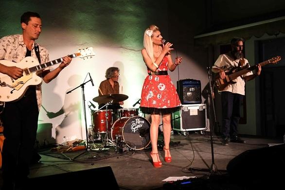 Έντονοι ρυθμοί και χορευτική διάθεση, στη συναυλία των Vanila Swing στην Πάτρα! (φωτο)