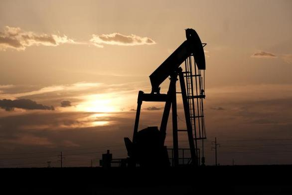 Υποχωρεί η τιμή του πετρελαίου