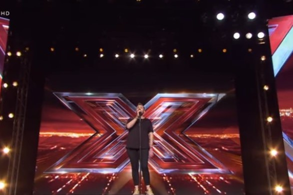 X-Factor - Θεοφάνους σε διαγωνιζόμενο: «Δεν ακούς ότι δεν τραγουδάς καθόλου;» (video)
