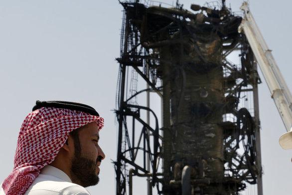 Σαουδική Αραβία - Έδειξε στα ΜΜΕ τις κατεστραμμένες από την επίθεση πετρελαϊκές εγκαταστάσεις