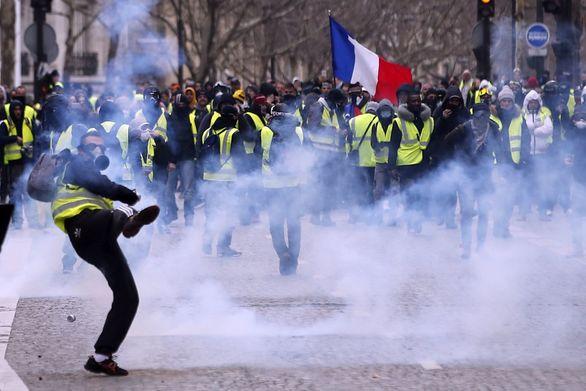 Ξανά στους δρόμους του Παρισιού τα Κίτρινα Γιλέκα (φωτο)