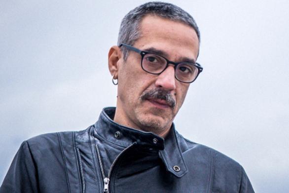 """Ο Δημοσθένης Παπαδόπουλος αποκάλυψε τα κοινά με τον ήρωά του στη σειρά """"Αστέρια στην άμμο"""""""