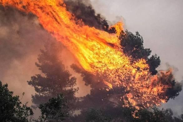 Πυρκαγιά ξέσπασε στη Ρόδο