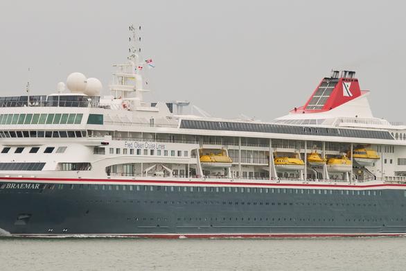 """Στο λιμάνι της Πάτρας το κρουαζιερόπλοιο """"Braemar"""" (video)"""