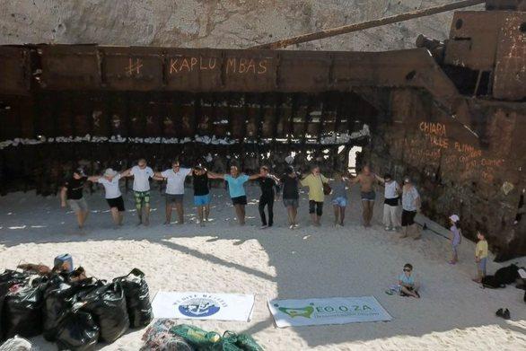 Ζάκυνθος: Εθελοντές καθάρισαν το «Ναυάγιο» (video)