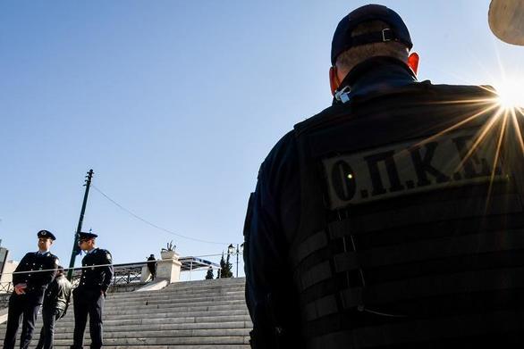 """Οι """"Μαύροι Πάνθηρες"""" της αστυνομίας εγκαθίστανται στις πλατείες"""