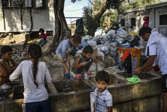 Πάνω από 13.800 πρόσφυγες και μετανάστες ζουν στη Μόρια!