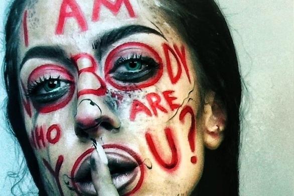 """""""Δεν είμαι κανένας, εσύ ποιος είσαι;"""" - Μια φράση cover στο προφίλ του σύγχρονου κόσμου!"""