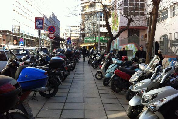 Τέλος τα δίκυκλα από τα πεζοδρόμια