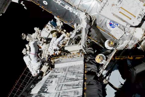 NASA: Ο πρώτος γυναικείος περίπατος στο διάστημα είναι γεγονός