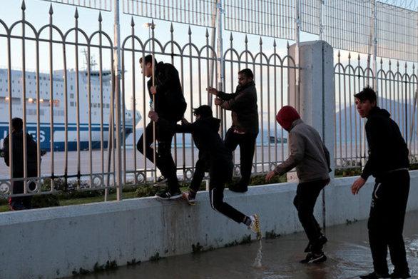 Πάτρα: Αύξηση μεταναστών στους χώρους μπροστά από το νέο λιμάνι
