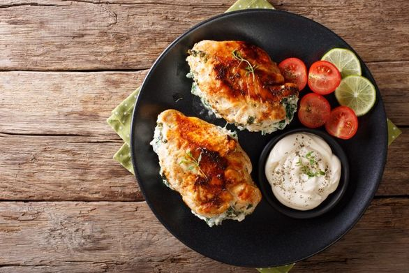 Ετοιμάστε γεμιστό κοτόπουλο με τυρί κρέμα