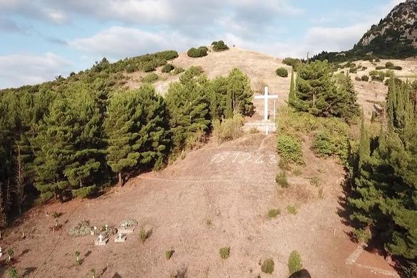 Καταγράφοντας από ψηλά το Μνημείο Πεσόντων στα Καλάβρυτα! (video)