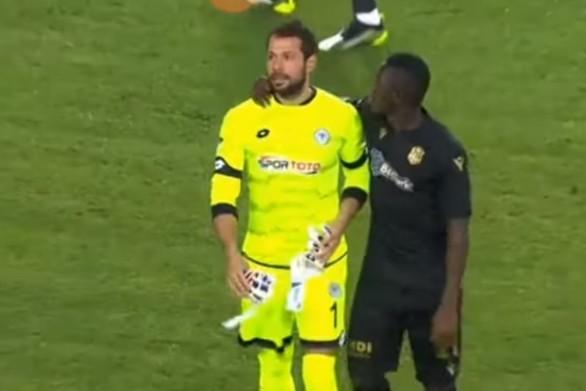 Τερματοφύλακας αντίκρισε την κόκκινη κάρτα μόλις 13'' μετά την έναρξη του αγώνα (video)
