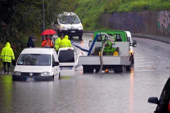 Σφοδρές καταιγίδες στη βόρεια Ιταλία - Ένας νεκρός