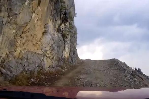 Οδήγηση στον πιο επικίνδυνο δρόμο της χώρας στην Αιτωλοακαρνανία (video)