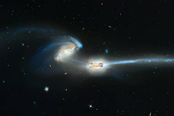 Συγκρουόμενοι γαλαξίες εκτοξεύουν τεράστια κρουστικά κύματα στο βαθύ διάστημα