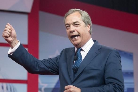 Βρετανία: Ο Φάρατζ εκβιάζει τον Τζόνσον να εγκαταλείψει τη συμφωνία για το Brexit