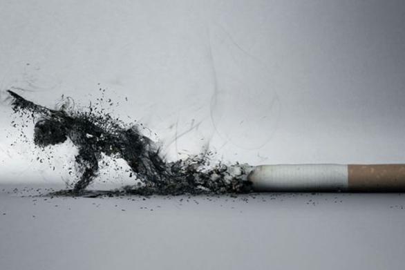 """Οι γυναίκες ή οι άνδρες """"κόβουν"""" πιο εύκολα το τσιγάρο;"""