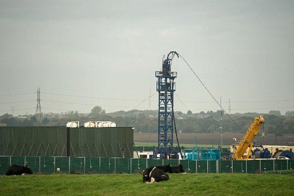 Η Βρετανία αναστέλλει άμεσα την εξόρυξη πετρελαίου με τη μέθοδο fracking
