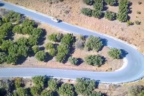 Η... «στροφάρα του Γιώργη» από ψηλά (video)