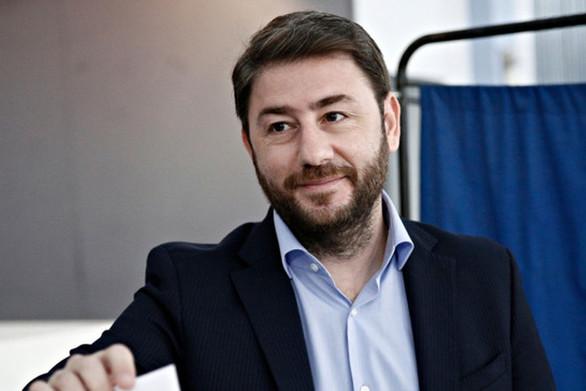"""Ανδρουλάκης κατά Γεννηματά: """"Θεσμική ασέβεια να γίνει το ΠΑΣΟΚ κόμμα-σφραγίδα"""""""